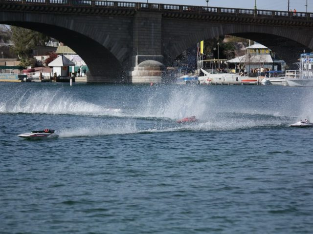 5 Best RC Boats for Rough Water Expeditions
